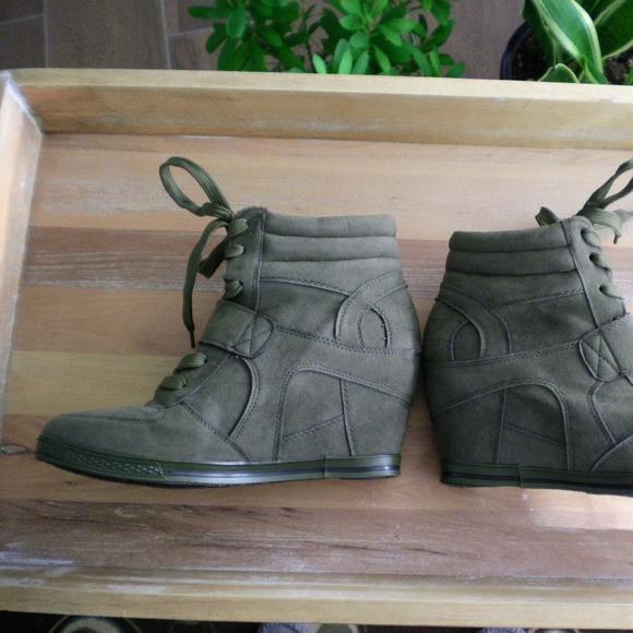 35c9f092bb04 Bucco Shoes - Bucco Green Wedge Sneaker Size 6.5